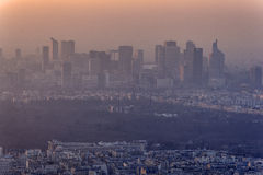 Ηλιοβασίλεμα στην οικονομική περιοχή του Παρισιού Στοκ Φωτογραφία