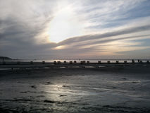 Ηλιοβασίλεμα στην παραλία Βόρεια Θαλασσών at low tide Στοκ εικόνες με δικαίωμα ελεύθερης χρήσης