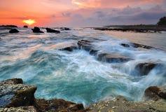 Ηλιοβασίλεμα στην παραλία Ινδονησία του Μπαλί Στοκ Φωτογραφία