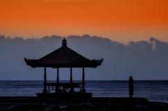 Ηλιοβασίλεμα στην παραλία Ινδονησία του Μπαλί Στοκ εικόνα με δικαίωμα ελεύθερης χρήσης