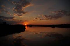 Ηλιοβασίλεμα στην παραλία με τον όμορφο ουρανό Στοκ φωτογραφία με δικαίωμα ελεύθερης χρήσης
