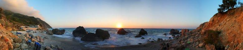 Ηλιοβασίλεμα στην παραλία - πανόραμα νησιών της Λευκάδας Στοκ φωτογραφία με δικαίωμα ελεύθερης χρήσης
