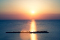 Ηλιοβασίλεμα στην παραλία το καλοκαίρι Στοκ εικόνα με δικαίωμα ελεύθερης χρήσης