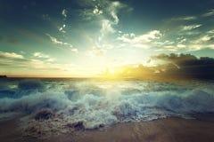 Ηλιοβασίλεμα στην παραλία των Σεϋχελλών Στοκ Εικόνες