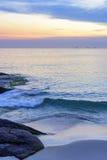 Ηλιοβασίλεμα στην παραλία Arpoador Στοκ Εικόνες