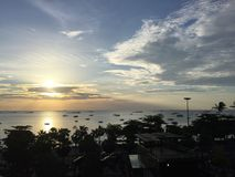 Ηλιοβασίλεμα στην παραλία Pattaya στην Ταϊλάνδη στοκ φωτογραφία με δικαίωμα ελεύθερης χρήσης