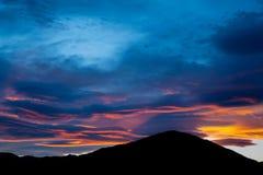 Ηλιοβασίλεμα στην παραλία Peketa, Kaikoura, νότιο νησί της Νέας Ζηλανδίας Στοκ Φωτογραφία