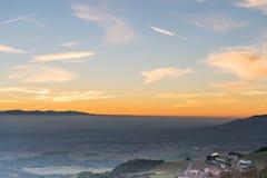 Ηλιοβασίλεμα στην πλευρά χώρας από την Ισπανία Στοκ Εικόνες