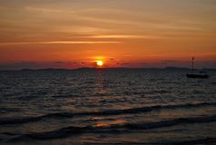 Ηλιοβασίλεμα στην τροπική ακτή Στοκ φωτογραφία με δικαίωμα ελεύθερης χρήσης