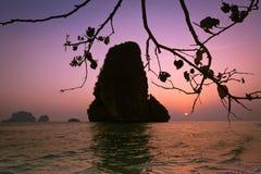 Ηλιοβασίλεμα στην τροπική παραλία. Ταϊλάνδη Στοκ φωτογραφίες με δικαίωμα ελεύθερης χρήσης