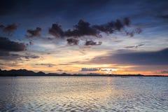 Ηλιοβασίλεμα στη λίμνη στο Βιετνάμ Στοκ φωτογραφίες με δικαίωμα ελεύθερης χρήσης