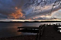 Ηλιοβασίλεμα στη λίμνη του Βαρέζε Στοκ εικόνα με δικαίωμα ελεύθερης χρήσης