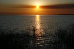 Ηλιοβασίλεμα στη λίμνη στοκ φωτογραφία με δικαίωμα ελεύθερης χρήσης
