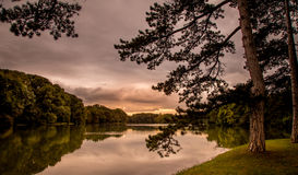 Ηλιοβασίλεμα στη λίμνη Στοκ εικόνες με δικαίωμα ελεύθερης χρήσης