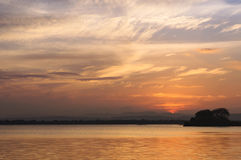 Ηλιοβασίλεμα στη λίμνη Polonnaruwa Στοκ εικόνα με δικαίωμα ελεύθερης χρήσης
