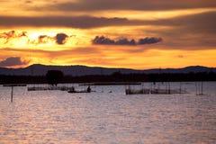 Ηλιοβασίλεμα στη λίμνη ThaLa στο Βιετνάμ Στοκ Εικόνα