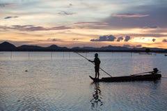 Ηλιοβασίλεμα στη λίμνη ThaLa στο Βιετνάμ Στοκ φωτογραφία με δικαίωμα ελεύθερης χρήσης