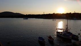 Ηλιοβασίλεμα στη Αγαθούπολη και τις βάρκες Στοκ εικόνες με δικαίωμα ελεύθερης χρήσης