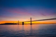 Ηλιοβασίλεμα στη γέφυρα κόλπων Στοκ Φωτογραφίες