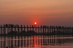 Ηλιοβασίλεμα στη γέφυρα Ubein Στοκ Φωτογραφίες
