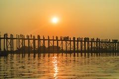 Ηλιοβασίλεμα στη γέφυρα Ubein Στοκ εικόνα με δικαίωμα ελεύθερης χρήσης