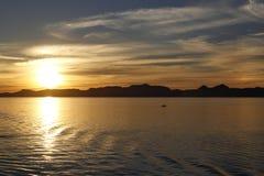 Ηλιοβασίλεμα στη μέση της θάλασσας Στοκ φωτογραφίες με δικαίωμα ελεύθερης χρήσης