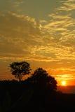 Ηλιοβασίλεμα στη μέση των κολομβιανών τροπικών κύκλων Η οροσειρά Νεβάδα Στοκ Εικόνες