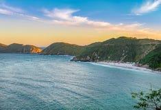 Ηλιοβασίλεμα στις κρυστάλλινες παραλίες Pontal do Atalaia Στοκ εικόνες με δικαίωμα ελεύθερης χρήσης