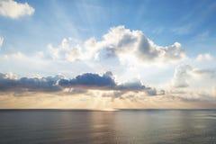 Ηλιοβασίλεμα στον ανοικτό ωκεανό Στοκ εικόνα με δικαίωμα ελεύθερης χρήσης