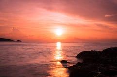 Ηλιοβασίλεμα στον απότομο βράχο Patong Στοκ εικόνα με δικαίωμα ελεύθερης χρήσης