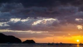Ηλιοβασίλεμα στον κόλπο κοκοφοινίκων Στοκ Εικόνα