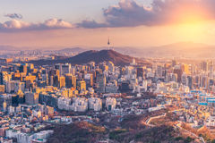Ηλιοβασίλεμα στον ορίζοντα πόλεων της Σεούλ, Νότια Κορέα στοκ φωτογραφία