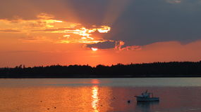 Ηλιοβασίλεμα στον ορίζοντα Στοκ εικόνα με δικαίωμα ελεύθερης χρήσης