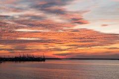 Ηλιοβασίλεμα στον ορίζοντα Στοκ φωτογραφίες με δικαίωμα ελεύθερης χρήσης