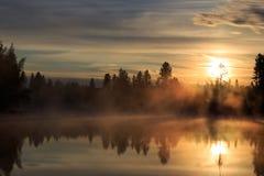 Ηλιοβασίλεμα στον ποταμό Στοκ Εικόνες