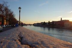Ηλιοβασίλεμα στον ποταμό Adige, Βερόνα Στοκ εικόνα με δικαίωμα ελεύθερης χρήσης