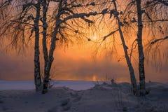 Ηλιοβασίλεμα στον ποταμό Angara στην πόλη Ιρκούτσκ Στοκ Εικόνες