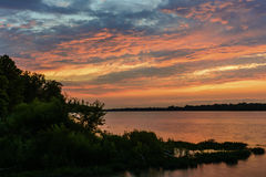 Ηλιοβασίλεμα στον ποταμό Maumee στοκ εικόνα με δικαίωμα ελεύθερης χρήσης
