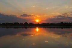 Ηλιοβασίλεμα στον ποταμό Okavango, Ναμίμπια Στοκ εικόνα με δικαίωμα ελεύθερης χρήσης