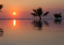 Ηλιοβασίλεμα στον τροπικό παράδεισο Στοκ Εικόνες