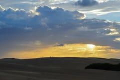Ηλιοβασίλεμα στους αμμόλοφους Στοκ Εικόνες
