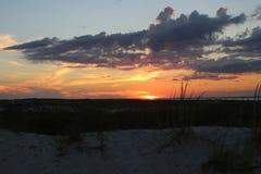 Ηλιοβασίλεμα στους αμμόλοφους Στοκ Εικόνα