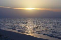 Ηλιοβασίλεμα στους κοκοφοίνικες Cayo Στοκ φωτογραφία με δικαίωμα ελεύθερης χρήσης