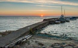 Ηλιοβασίλεμα στο βαλτικό κόλπο στη Nida Στοκ Εικόνες