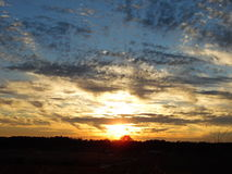 Ηλιοβασίλεμα στο κάψιμο του Μπους Στοκ Εικόνες