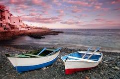 Ηλιοβασίλεμα στο Λα Caleta στην ακτή Tenerife στοκ εικόνα