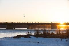 Ηλιοβασίλεμα στο μεγάλο ποταμό Στοκ Εικόνες