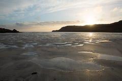 Ηλιοβασίλεμα στο νησί παραλιών κόλπων του Κάλγκαρι Mull Argyll και Bute Σκωτία UK Στοκ Εικόνες