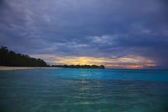 Ηλιοβασίλεμα στο νησί των Μαλδίβες Στοκ Φωτογραφία