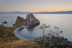 Ηλιοβασίλεμα στο νησί Olkhon στο ακρωτήριο Khoboy Στοκ Εικόνα